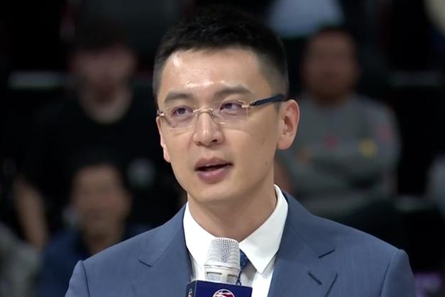 辽宁队内线悍将赛季报销!转型做教练,杨鸣多了一个好帮手