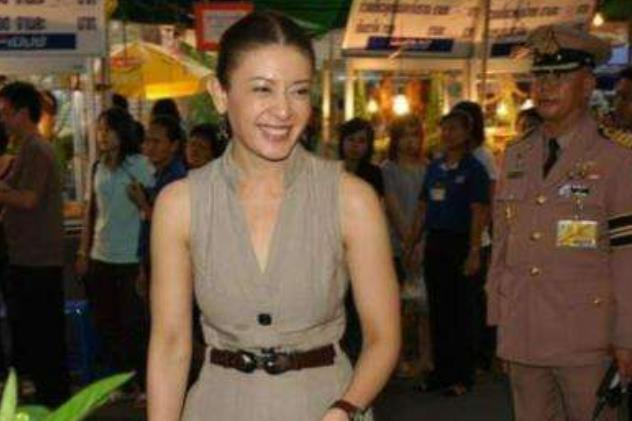 泰国后宫之争还没完!西拉米秘书官复原职,39岁王妃有望出山