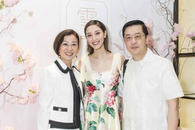郑嘉颖28岁爱妻陈凯琳淡出TVB创业做老板,家族资产15亿后盾强大