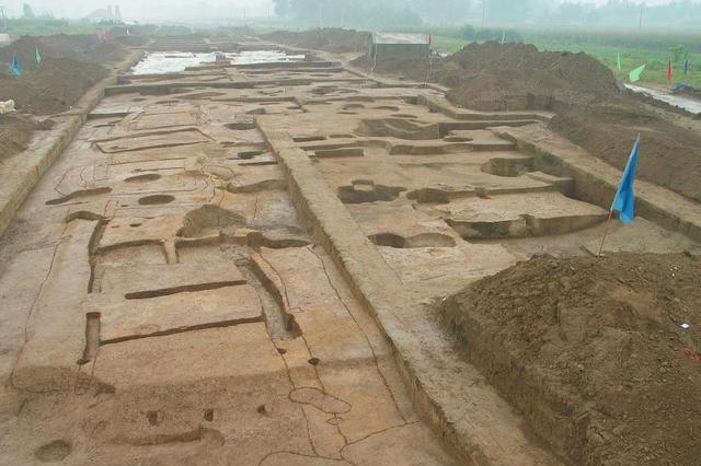 村民家中藏有一本古书,文字比甲骨文还古老,内容和周易同等重要