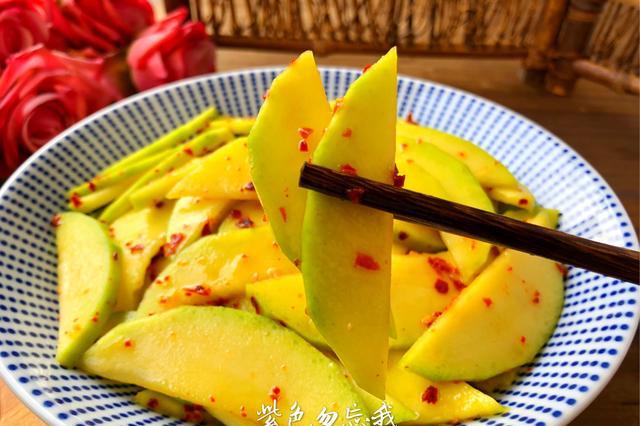 南方人这样吃芒果,北方人表示:好奇葩的吃法,南方人:巨好吃