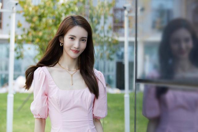 金晨参加恋爱类真人秀,和张继科在节目中约会,第二个何猷君?