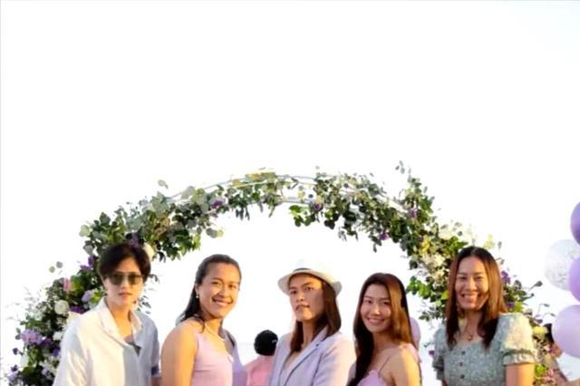 盛装出席!泰国黄金一代相聚教练结婚纪念日,努特萨拉抢镜赛新娘