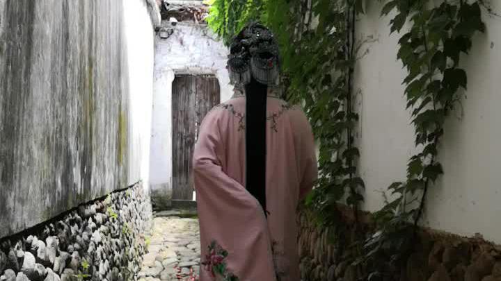 首席村妇在汤显祖纪念馆扮演牡丹亭中的杜丽娘,太像了