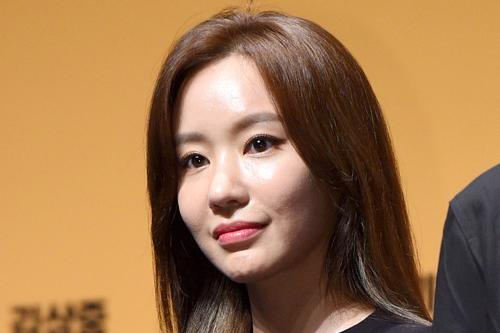 韩国女艺人姜泰梨最新杂志写真曝光