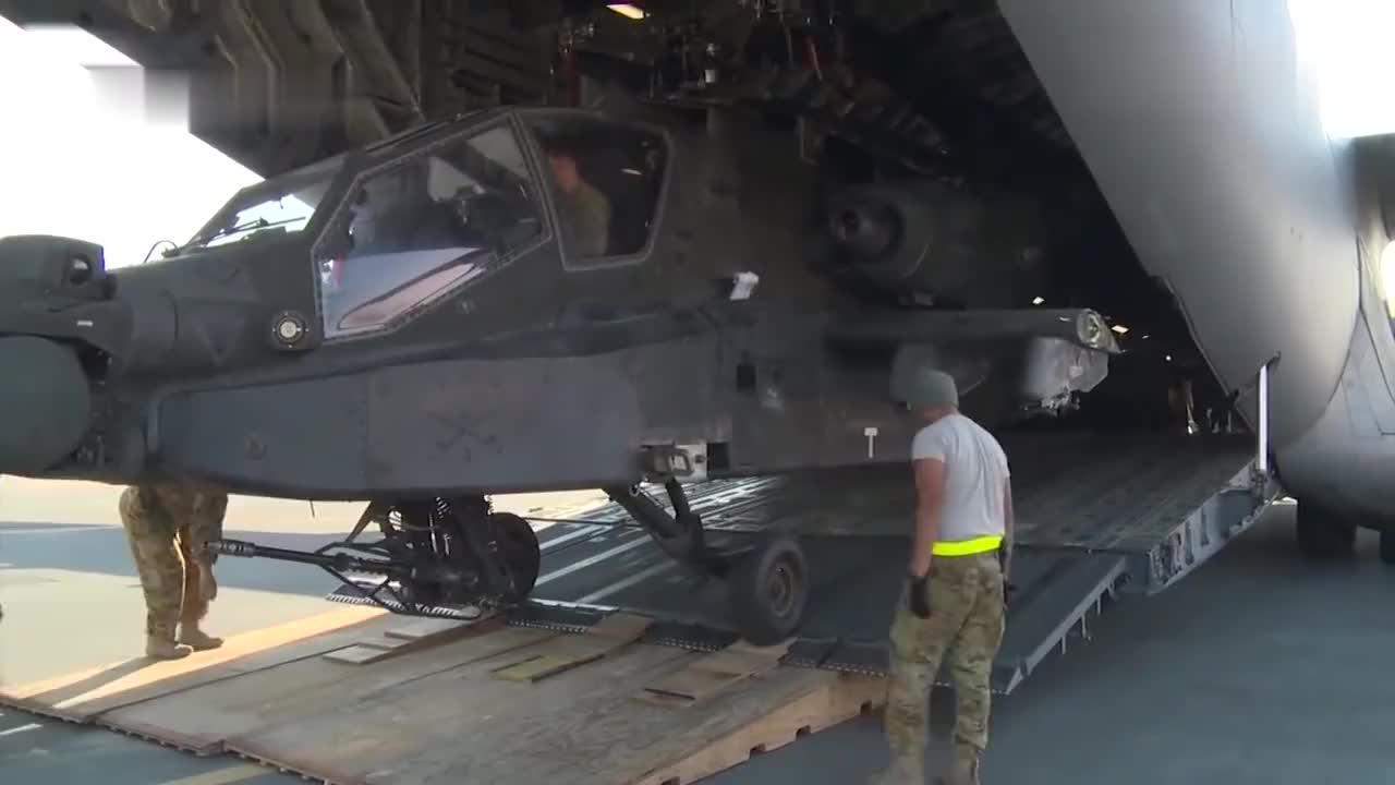 看看大型运输机托运直升机直升机是怎样下运输机的长见识了