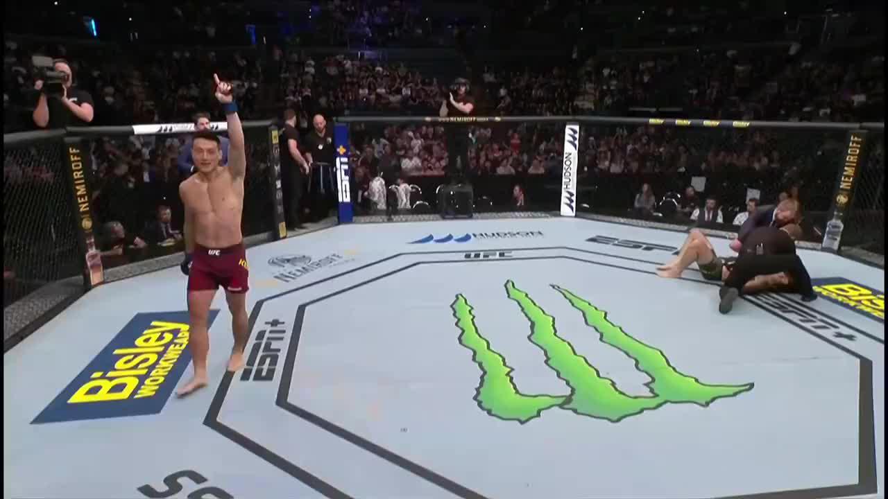 中澳硬汉铁拳对攻顶着打,宋克南硬对硬一拳超人KO获胜