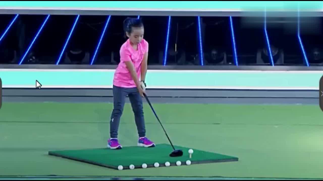 刘国梁女儿一球打爆西瓜全场欢呼,谢依霖竖大拇指,了不起的孩子