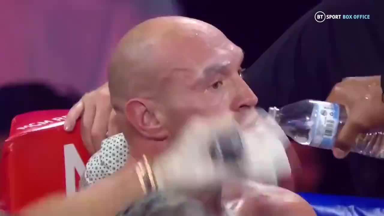 这是泰森VS拉多克第二次交手,双方互相不服重拳对攻全场