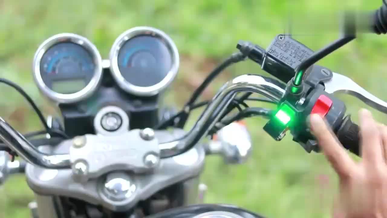 恕我直言,这才叫改装,指纹识别装到摩托车上,车钥匙都不用了!