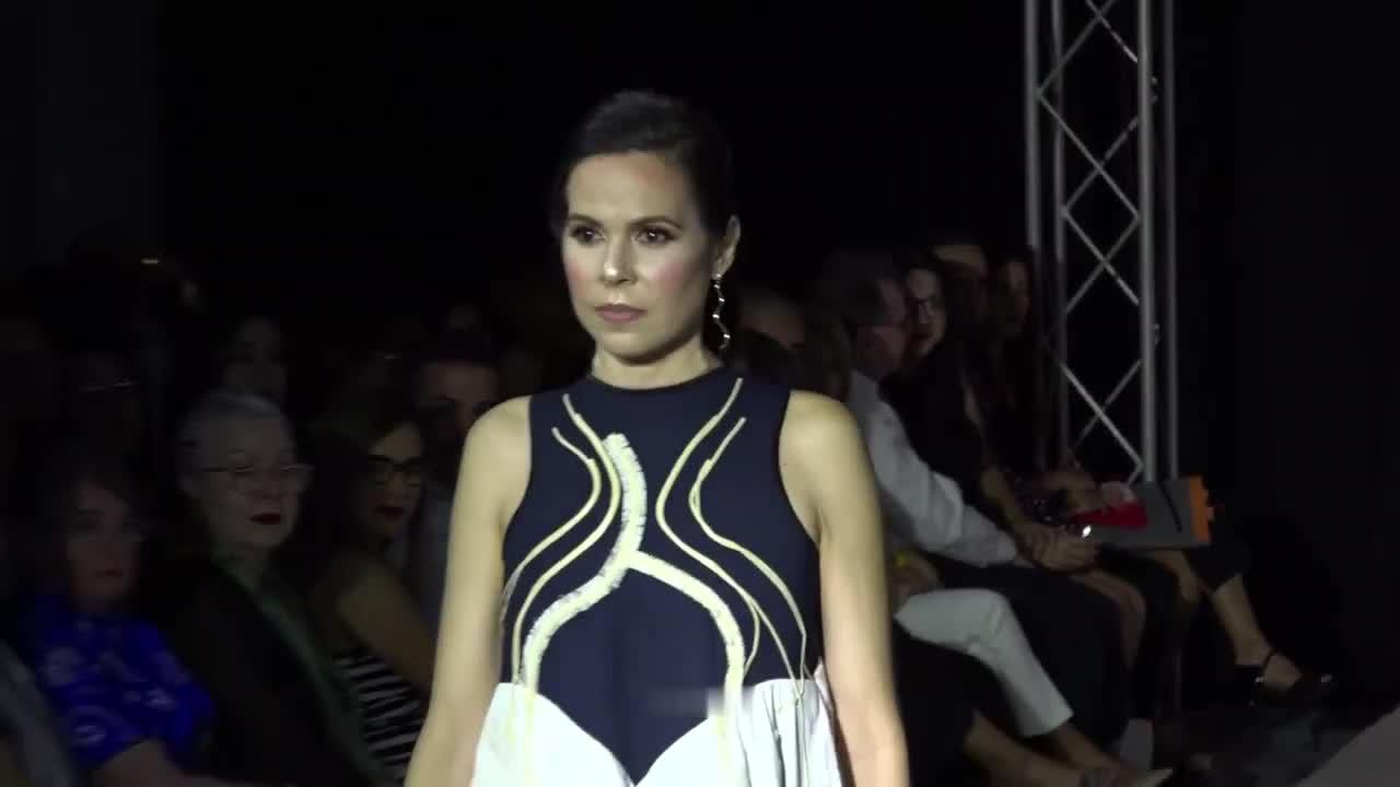 勒马里斯·洛伦佐·韦斯特模特小姐时装周