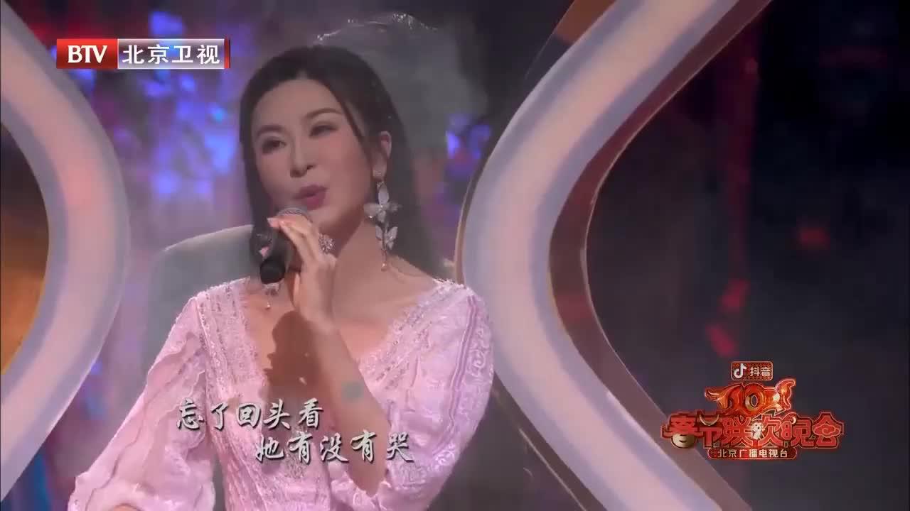 2021北京台春晚:沈腾深情演唱《一荤一素》,温柔歌声暖人心