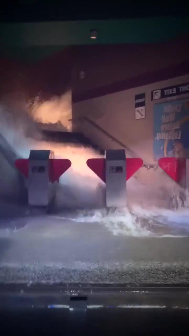 地下突然发大水,这下损失可大了!