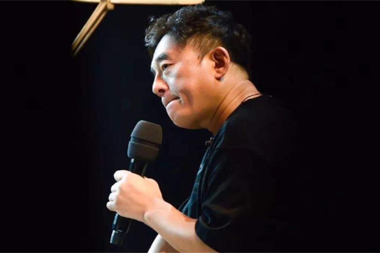 57岁歌手吕方终当爸,与小16岁妻子感情亲密,女方身家半亿