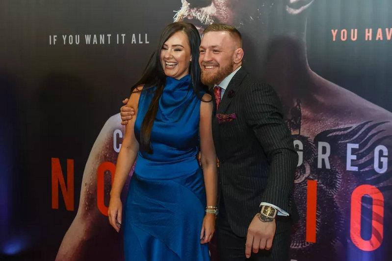 """""""被女友养了八年""""的UFC巨星康纳·麦格雷戈终于宣布订婚"""