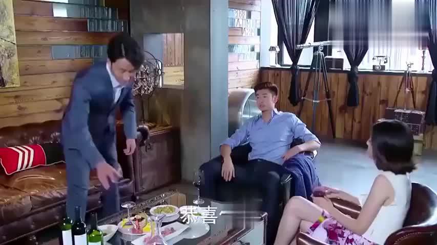 翻译官:黄轩去见自己的好朋友旭东,让母亲去陪晓华试婚纱