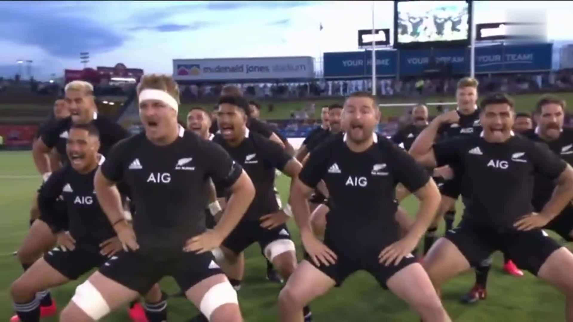致敬!新西兰橄榄球队跳哈卡舞致敬马拉多纳