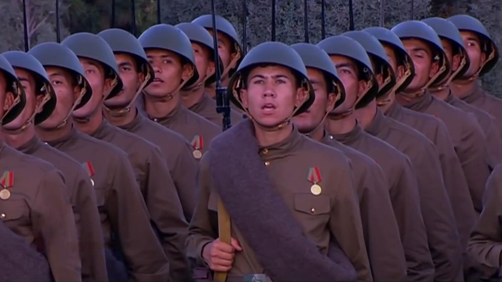 土库曼斯坦2020年举行阅兵仪式,各个受阅方队整齐列队的镜头!