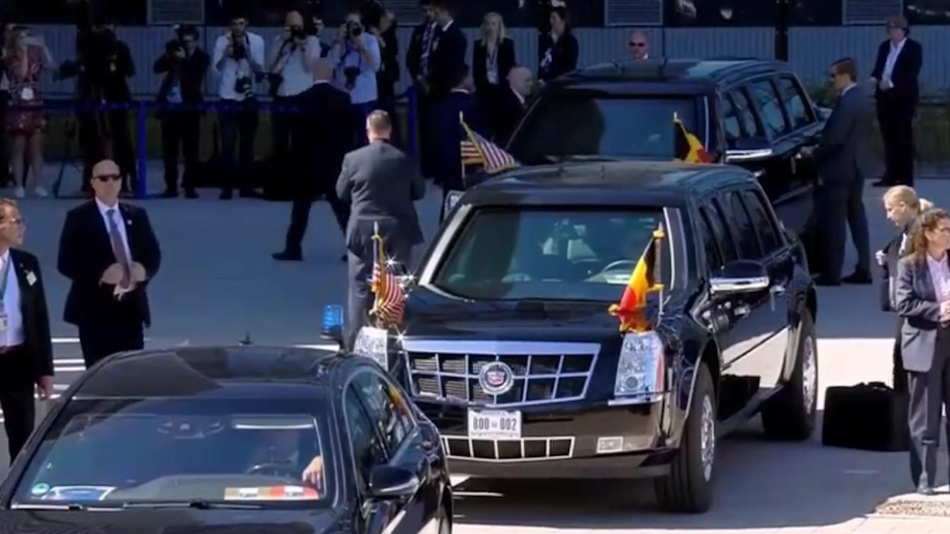 奥巴马总统专车出行,两辆专车一前一后,根本不知道他坐的哪辆