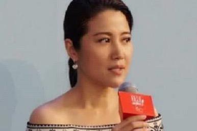 她的名气曾堪比章子怡,倪萍对她赞赏有加,获8个影帝后无戏可拍