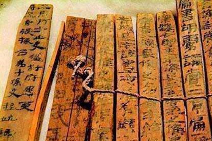 """古墓一部新朝古籍,证明王莽是""""穿越者"""",竹书记载:以人为本"""