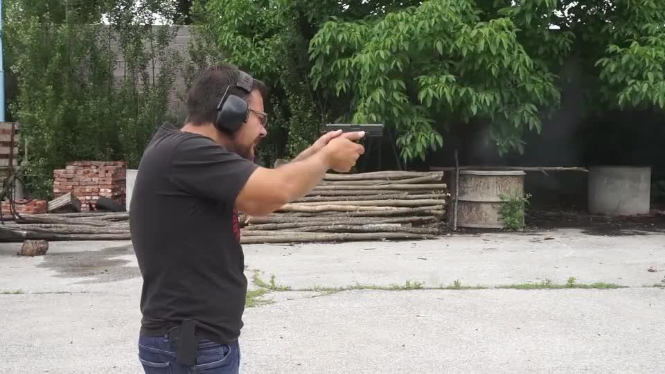 实测:格洛克19式手枪,好枪就是好枪,还专门配备了枪托!