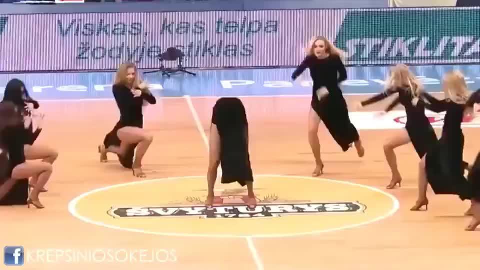 立陶宛考纳斯拉拉队的邦女郎们,高踢腿动作,看完睡不着了