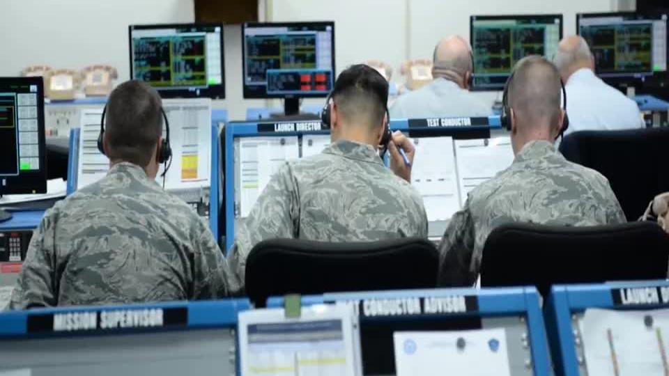 电子战有多重要?100枚导弹直扑美战机,一颗未中白白损失4个亿