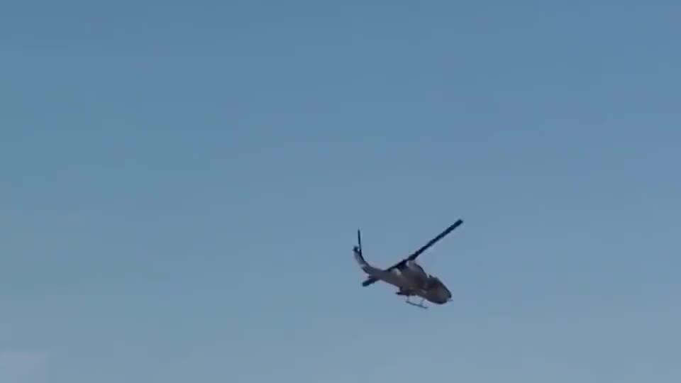 美军陆空联合作战,机枪配上武装直升机,场面太刺激了!