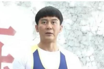 李晨回应演17岁中学生,盘点明星扮嫩,只有刘晓庆赵雅芝没翻车