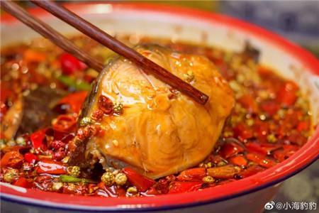 吃在大连-麻辣梭边鱼,再来一份炸馒头抹臭豆腐,剩下的只有满足~