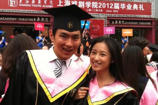 王彦霖大方公布恋情,女友艾佳妮长相甜美,两人是昔日大学同窗
