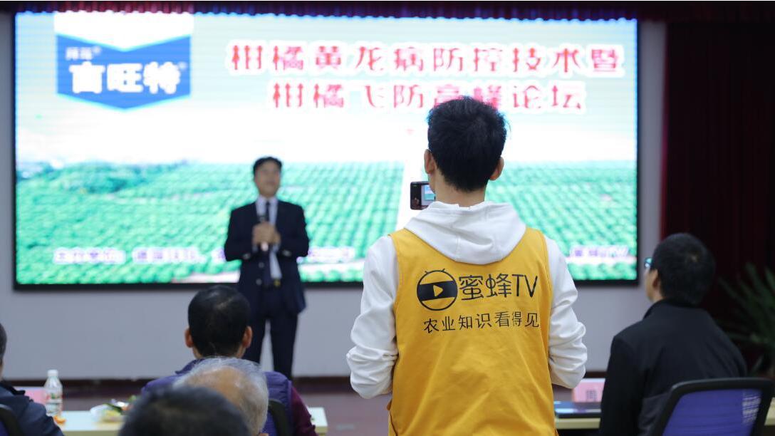 蜜蜂TV中国行走进金穗万亩火龙果基地,直播病害防控真实效果