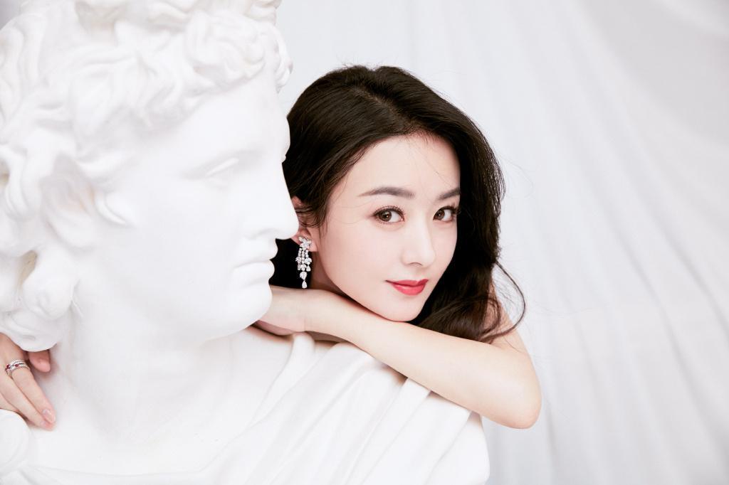 朱一龙赵丽颖粉丝互撕升级,只因二人接力代言,俱被品牌方坑惨