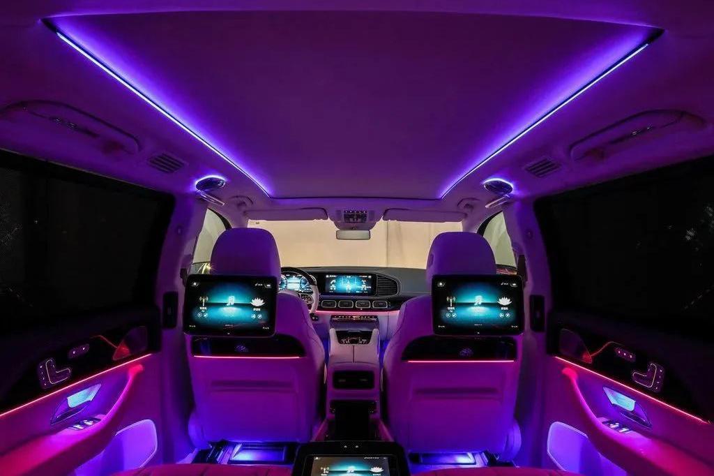 奔驰最豪华的迈巴赫GLS,100万出头,富豪与嫩模都不放过?