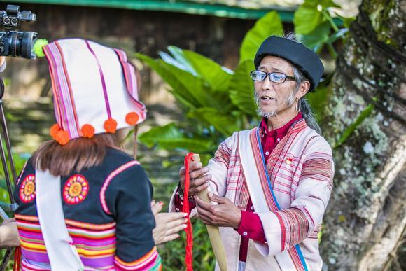 云南最鲜为人知的民族,崇拜太阳,传说诞生于兄妹近亲结婚