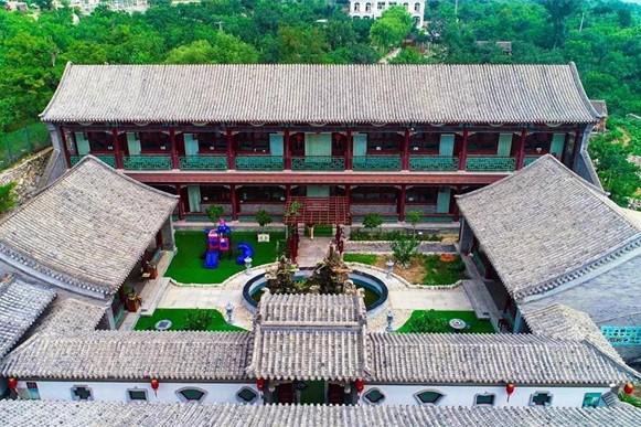 蓟县郭家沟紫瑞庄园民宿,浓浓的古典园林气息,好像皇宫的后花园