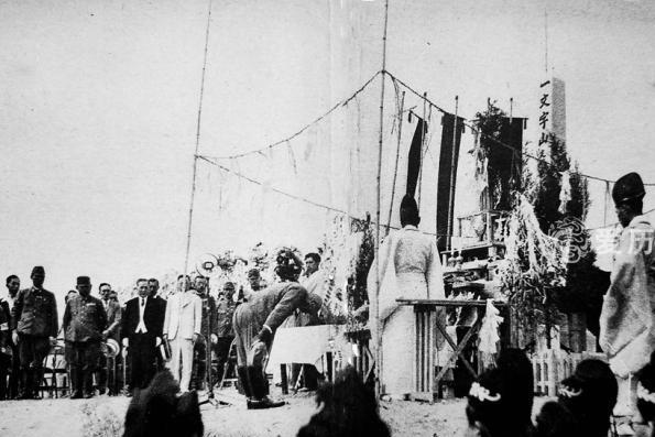 侵华画报上的九一八:日本人在中国国耻日欢庆 汉奸聚在故宫乱舞