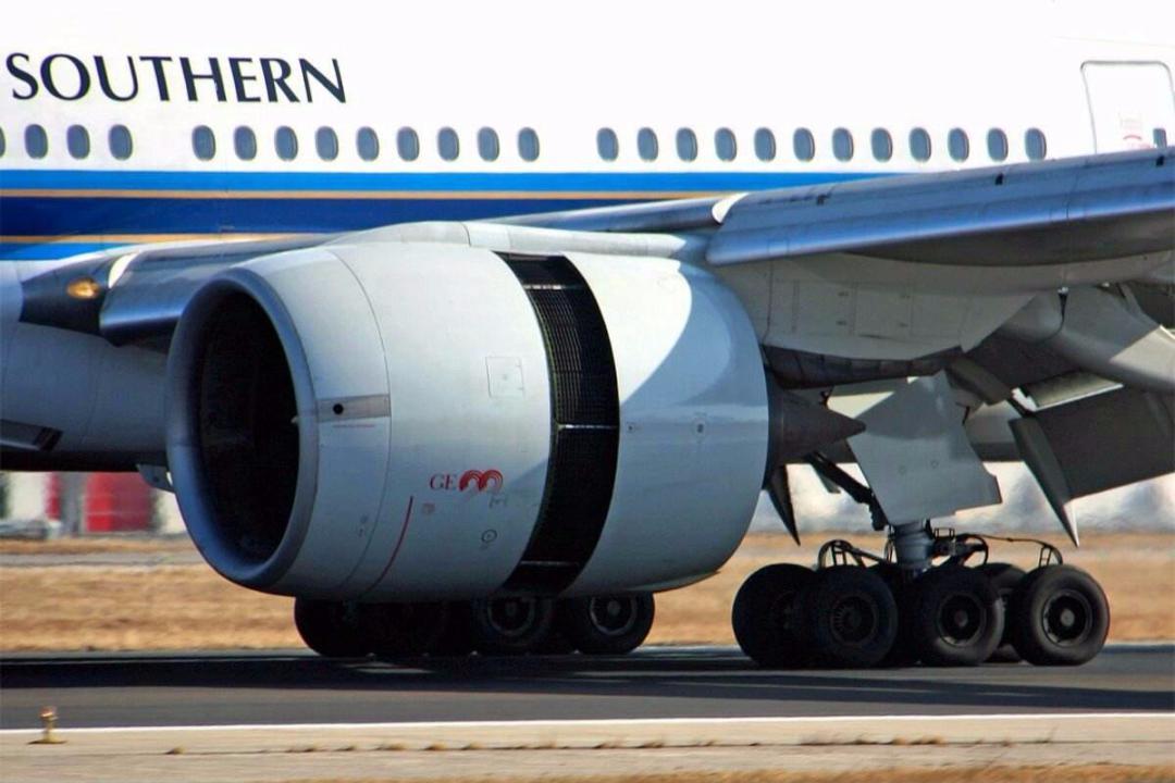 飞机机翼那么薄,为何能承载那么重的发动机却不会断?
