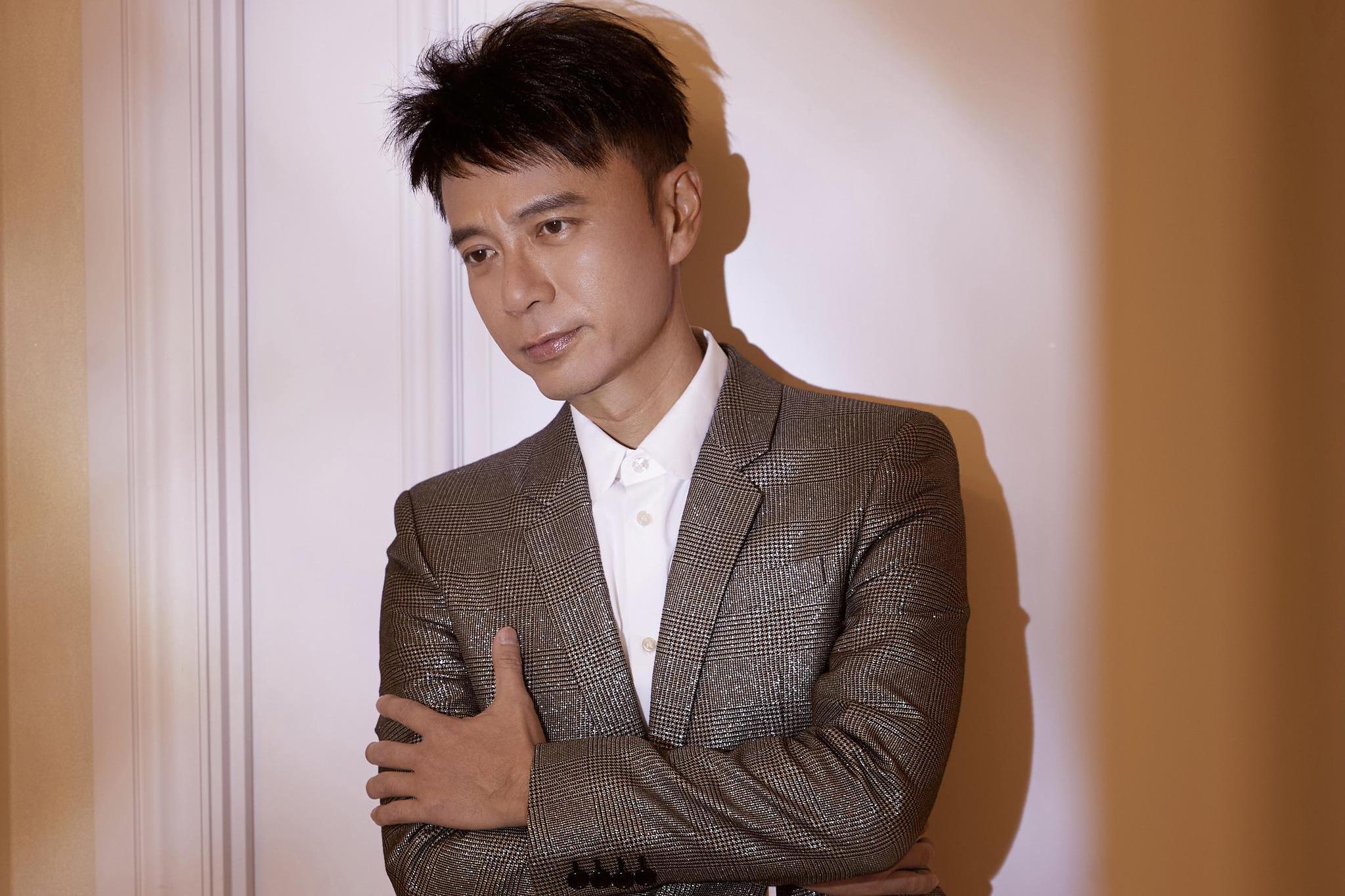 李克勤跨年演唱会演绎《护花使者》 夺得江苏卫视收视率最高节目