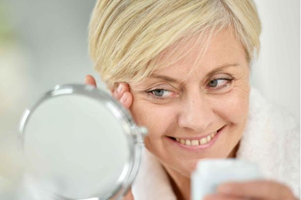 无论男女,存在以下几个坏习惯,衰老会快马加鞭的到来!