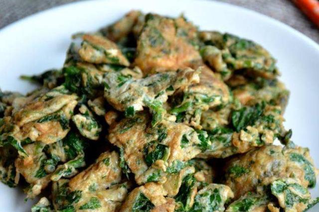 吃芹菜不要把叶子丢掉了,拿来炒鸡蛋鲜美软嫩,老公一人吃一盘