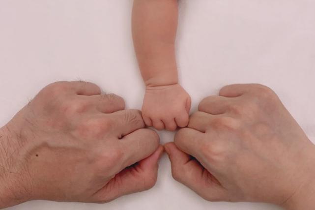 林峯晒一家三口官宣当爸,张馨月孕照扮猪八戒,宝宝性别引猜测