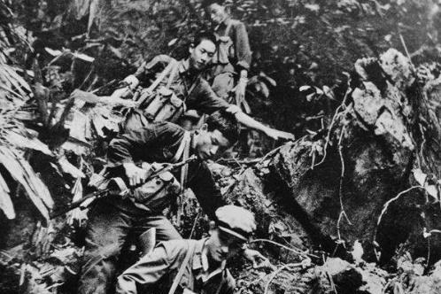 越军女俘用无耻招数杀害哨兵激怒张万年,他下令:全部抓回来枪毙
