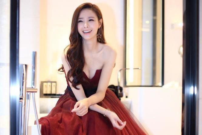 难怪海涛想娶沈梦辰,穿红色抹胸裙配长卷发,这气质我给100个赞