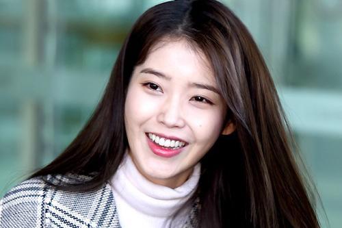IU为纪念出道12周年联手粉丝捐献1亿韩元