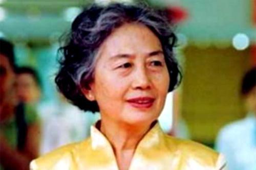 张玉凤是个服务员,文化水平不高,为什么能当毛主席的机要秘书