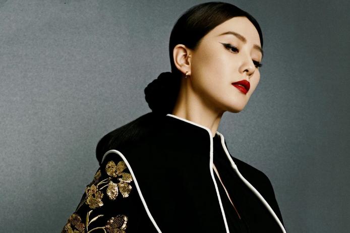 刘诗诗最新杂志大片,蜂窝头发型突破自我,造型摩登又复古