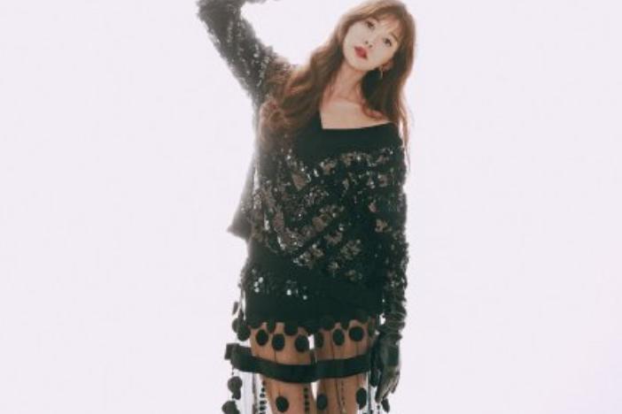 林志玲穿黑色透视裙装,露出香肩长腿性感动人,时尚造型太抢眼