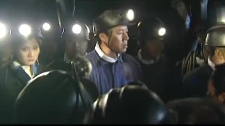 市长亲自下矿救人,不料遇上塌方,女儿看见新闻顿时崩溃